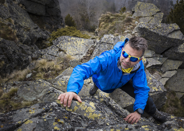 снимка: Алпинистът Боян Петров в юбилейна фотосесия на Grand Optics