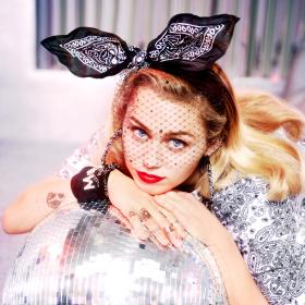 Снимка: Converse и Miley – нова колаборация между две съвременни икони