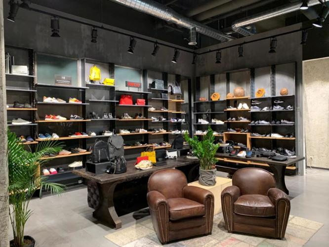 """Picture: """"Welcome to the new shop Fan Point Flagship Store at floor +1"""""""