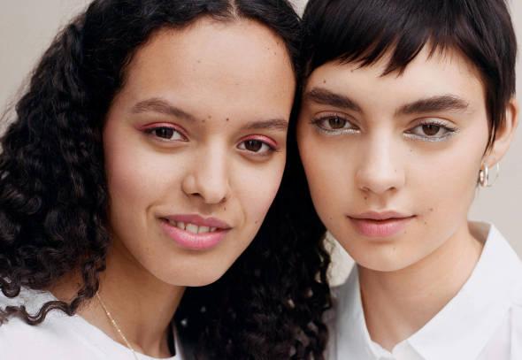 снимка: Три начина да заблестиш това лято с гримовете на H&M