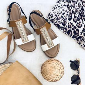 Снимка: В нюансите на карамел, пясък, слънчево злато и морска пяна - и още много стилни летни комбинации при новите ни сандали.