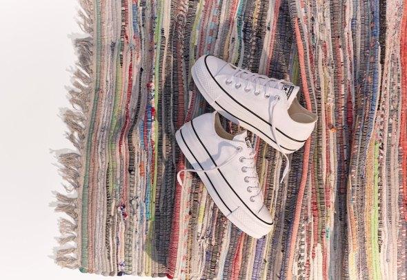 снимка: Белите кецове – непреходни и винаги актуални. Задължителни за всеки сезон.