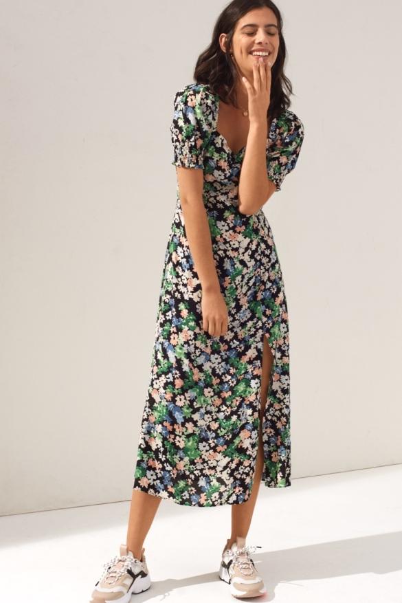снимка: H&M – новата колекция рокли – по-женствени, по-пъстри и идеални за съчетаване с кецове