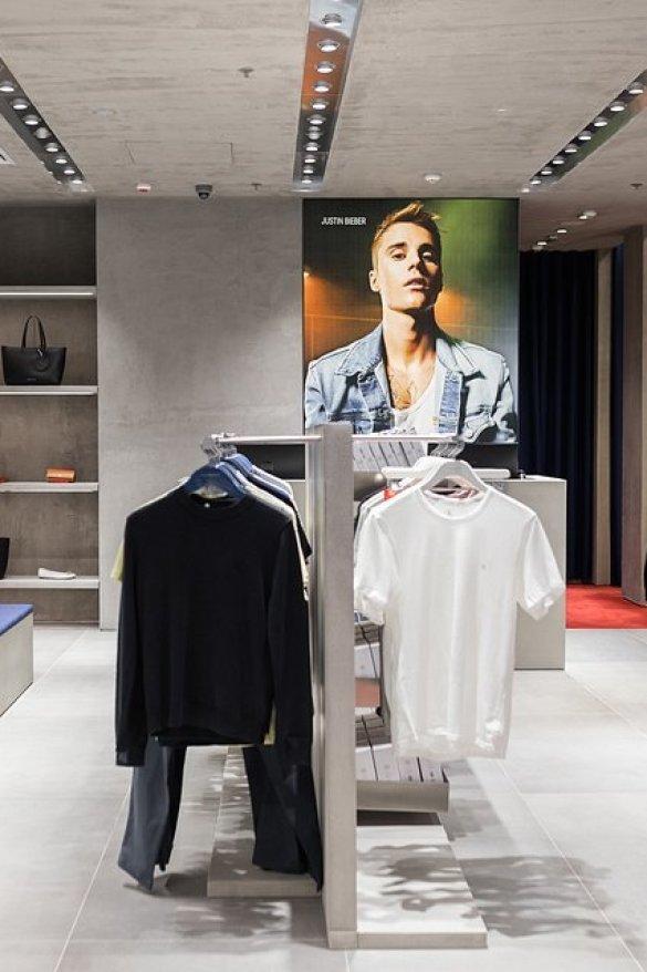 image: CALVIN KLEIN, INC. отваря  първия си магазин CALVIN KLEIN JEANS в Paradise Center