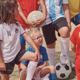Picture: Футболни тениски за децата и бъдещето им!