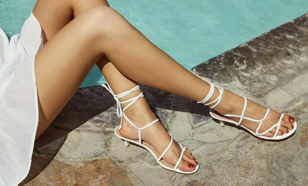 снимка: Сандали с тънки каишки: задължителният модел за лято 2020