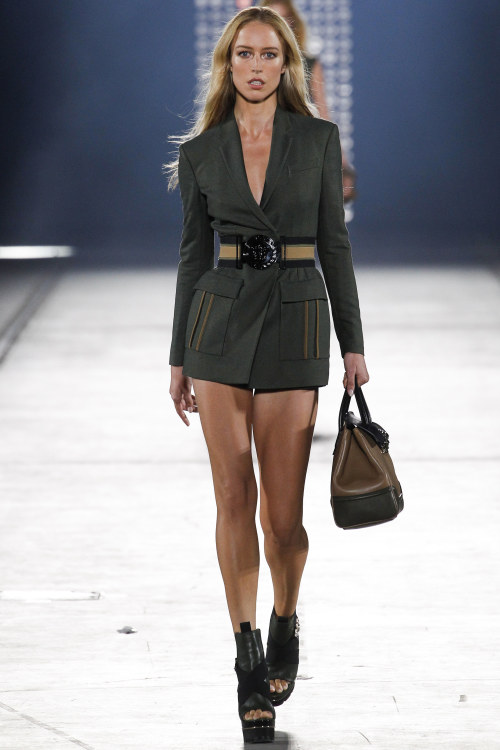 снимка: Versace SPRING 2016 READY-TO-WEAR